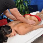 Эротический массаж добавит перчинки в отношения