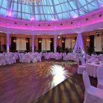 Очень заранее нужно выбирать зал для свадьбы