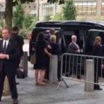 Клинтон покинула траурную церемонию из-за плохого самочувствия — В избирательном штабе заявили, что это из-за жары