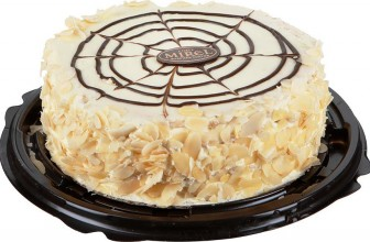 На любом празднике всегда есть торт