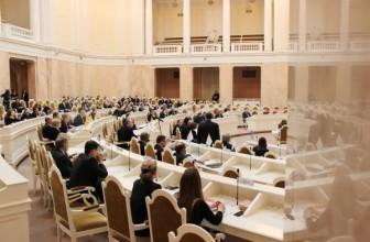 В ЗакС Петербурга прошли шесть партий— опросы