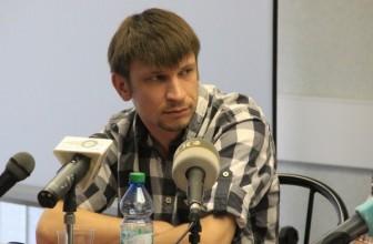 Агитатор Сухарева столкнулся с проблемами в Красногвардейском районе Петербурга — Не пустили в подъезд жилого дома