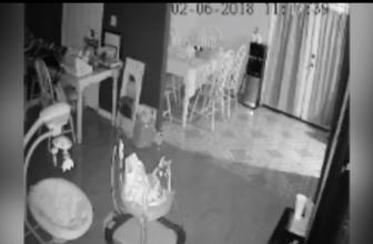 Маленькое призрачное существо сняли  на камеру в жилом доме