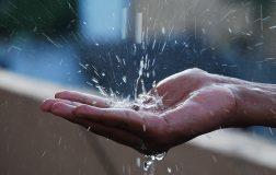 Дождевая вода используется для производства стекла